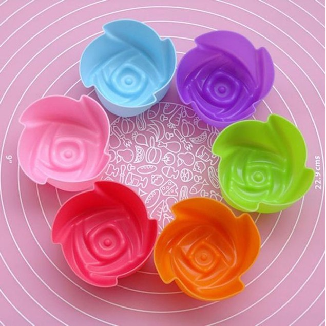 12-Piece Silicone Rose Baking Cups