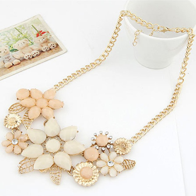 Women Resin Flower Chain Pendant Necklace