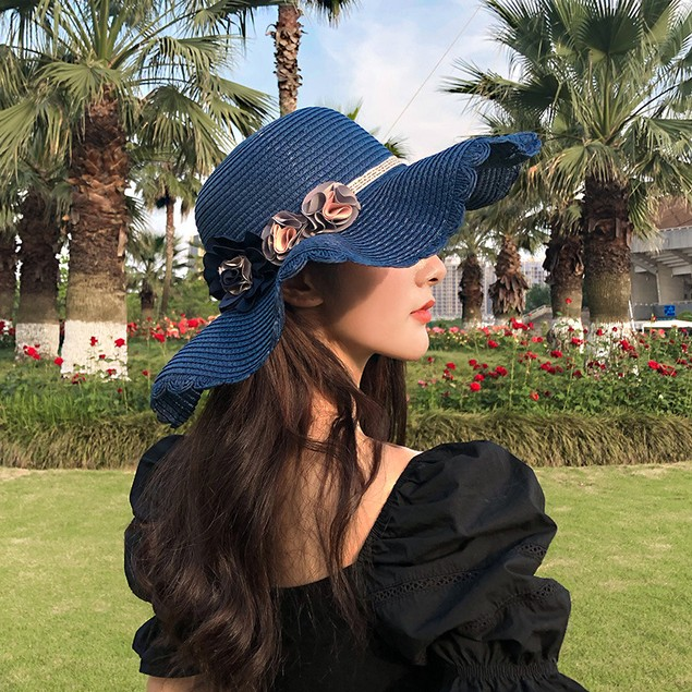 Breathable Straw Hat With Big Flower Sunshade