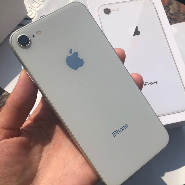 Apple iPhone 8, AT&T, Grade B-, Silver, 64 GB, 4.7 in Screen