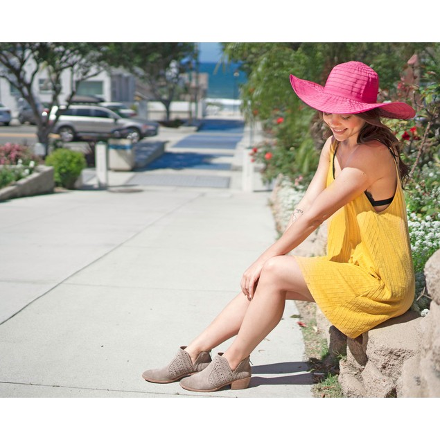 Women's Summer UPF 50+ Roll Up Floppy Beach Hat with Ribbon Beige