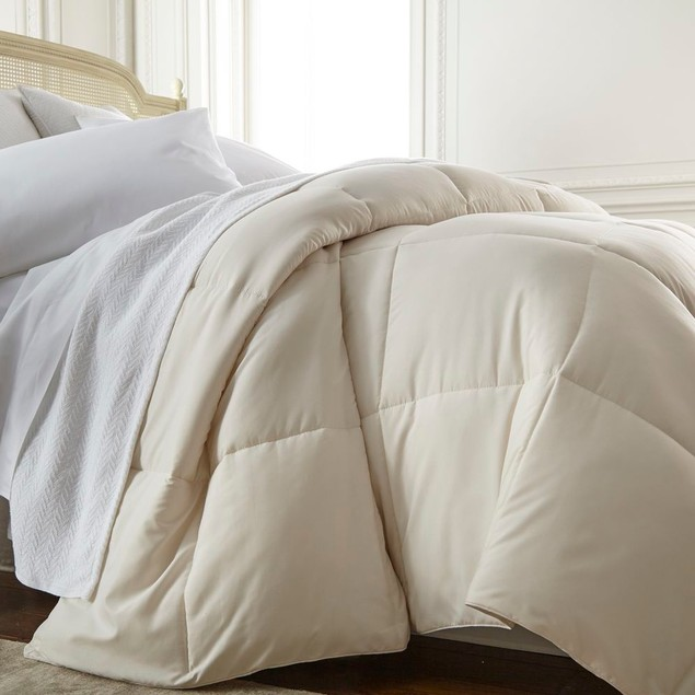 Merit Linens Super Plush Goose Down Alternative Comforter