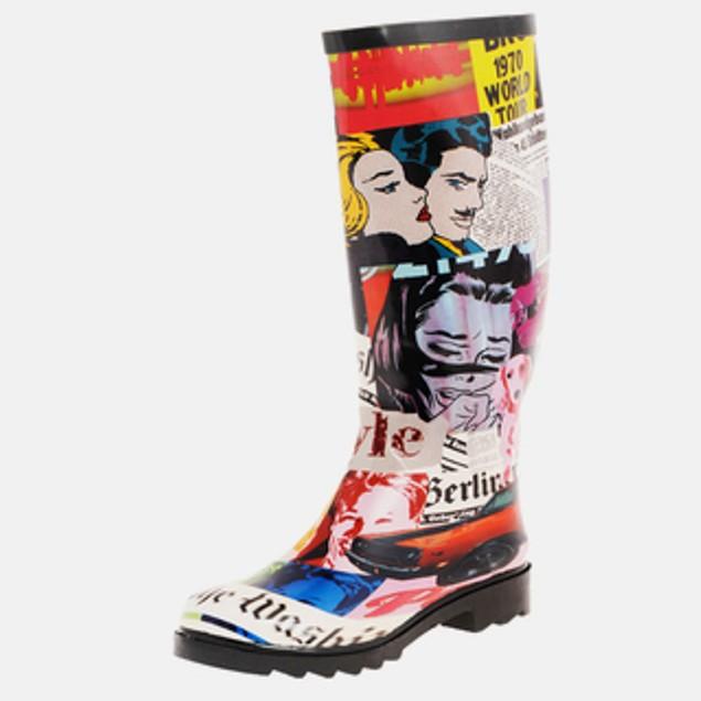 Newspaper Headlines Print Face Art Mural Boots